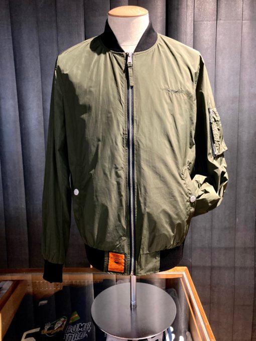 Bombers Original Bomber Jacke, Khaki, Nylon, Taschen, Brustlogo bestickt, Gross real wear München, Tasche am linken Arm, Innentaschen, Strickbünde, Reißverschluß