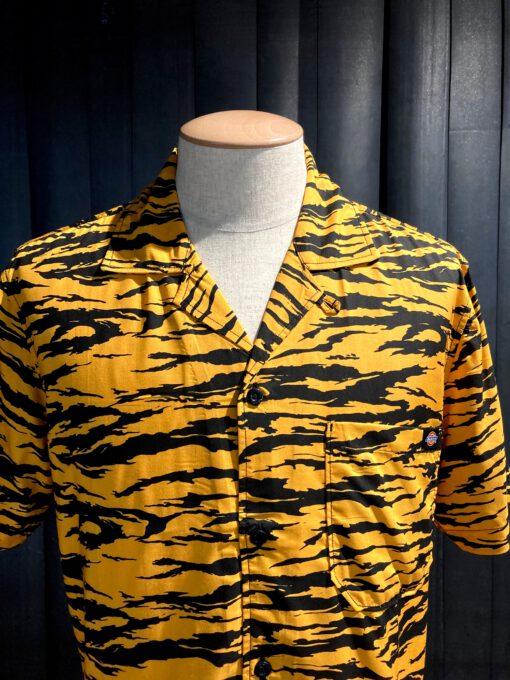 Dickies Quamba Shirt, kurzarm Hemd, Rayon, Gross real wear München, Tiger Print, Reverskragen, Loop Collar, Brusttasche
