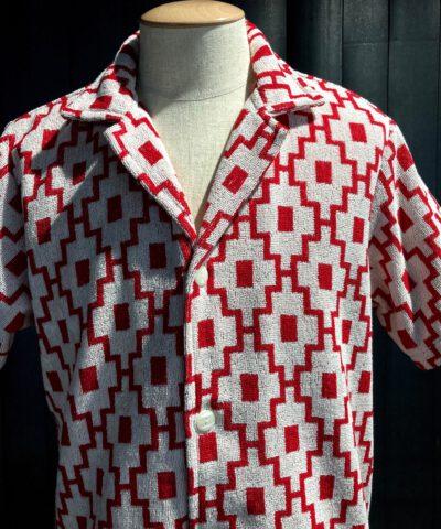 OAS White Machu Soft Cotton Terry Shirt, kurzarm Hemd, Frottee, Gross real wear München, Graphik Print, Reverskragen, Loop Collar, Weiß, Rot