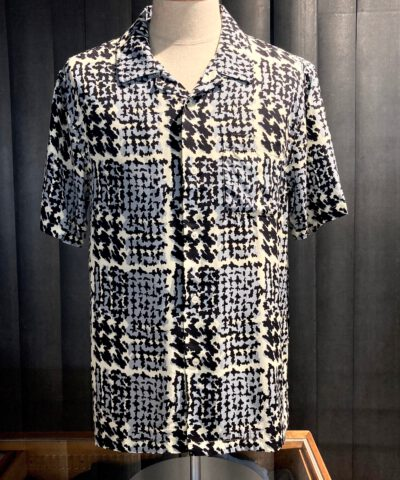 Stüssy Hand Drawn Houndstooth Shirt, kurzarm Hemd, handbemahlt, Rayon, Gross real wear München, Hahnentritt, off white, Brusttasche, Loopcollar, Reverskragen