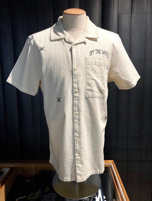 Vans New Varsity Woven Shirt, kurzarm, Brusttasche, Beige Gross real wear München, Reverskragen, Loop Collar, Off The Wall Logo Print, Skulls, Totenköpfe, Baumwolle
