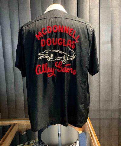 King Louie 1950's Bowling Shirt MCDonnell Douglas Alley Gators, Black, Viscose, Rayon, Reverskragen, Loop Collar, Brusttasche, Front and Back Chain Stitch, Gross real wear München, Rückenfalten