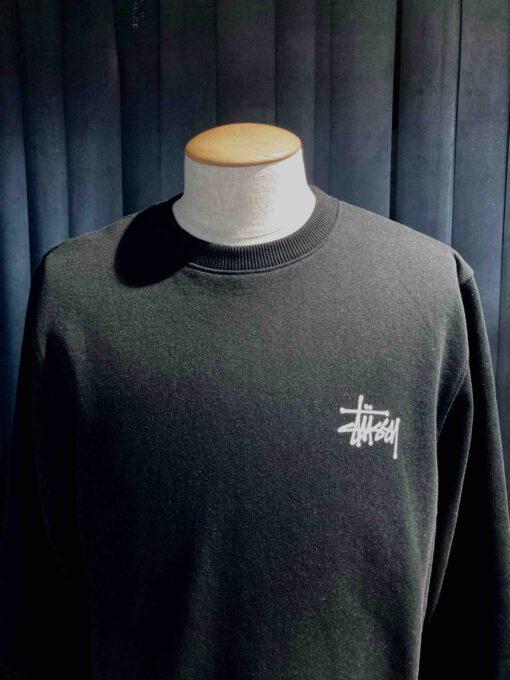 Stüssy Basic Crew Sweatshirt, Black, Front und Backprint, Gross real wear München