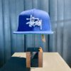 Stüssy Basic Logo Cap, Snap Back, Navy, Front Stickerei, Gewebte Ösen, Gross real wear München